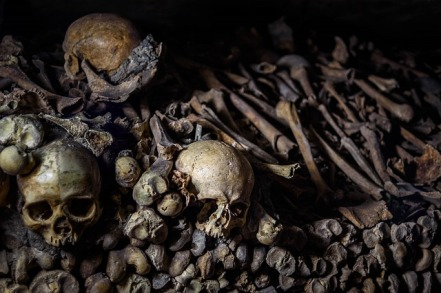 catacombs-901362_640