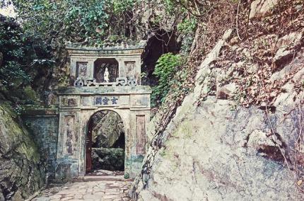 entrance-677660_640
